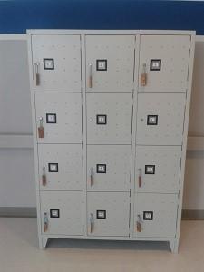 Arredi metallici mobile casellario porta oggetti for Mobile con chiave per ufficio